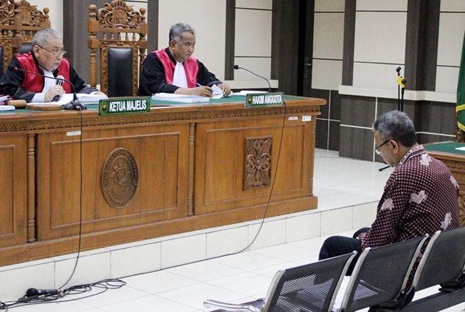 LESU: Akhmad Shofyan menjalani sidang di Pengadilan Tipikor Semarang.
