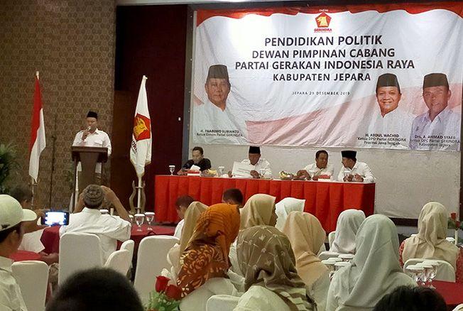 TIMBA ILMU: Kader Partai Gerindra mengikuti pendidikan politik kemarin.