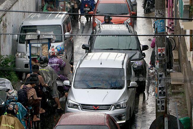 MACET: Kendaraan mengular di ruas Jalan Suan Muria.