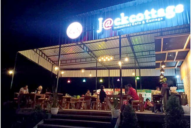 MENARIK: J@ckcottage Industrial Cafe & Cottage yang berlokasi di Desa Tempur, Keling, dilaunching pada Minggu (16/2) lalu.