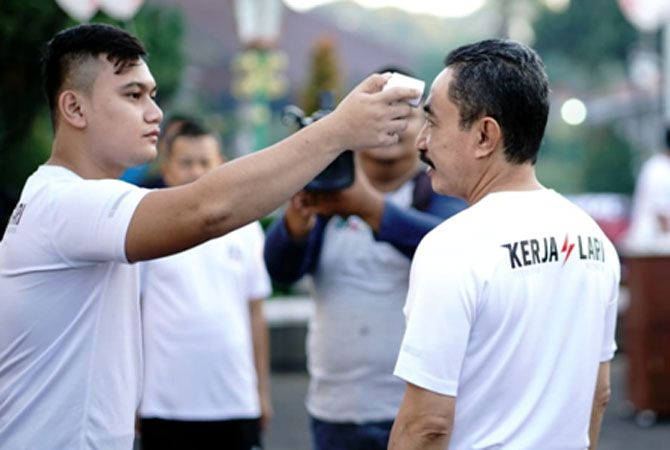 GEMAR OLAHRAGA: Bupati Haryanto bersama Kapolres AKBP Arie Prasetya Syafa'at, Dandim 0718/Pati Letkol Czi Adi Ilham Zamani, dan para ASN melakukan olahraga bersama pagi kemarin.