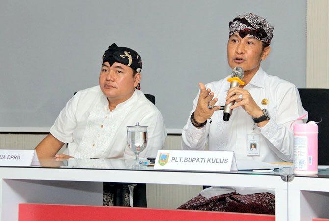BISA: Plt Bupati Kudus Hartopo bersama Ketua DPRD Kudus Masan optimistis mencegah penyebaran virus korona di Kudus.