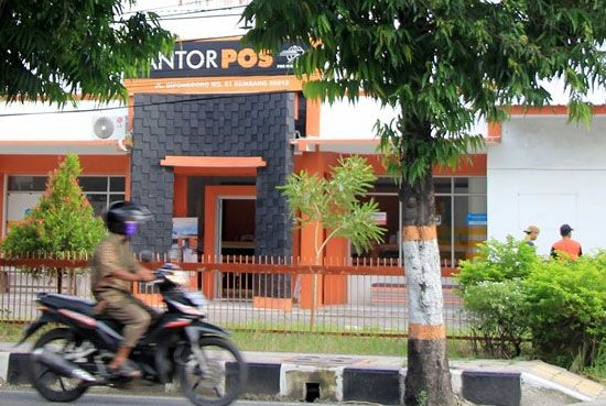 JADI MITRA: Kantor Pos di Jalan Pantura yang bakal bertanggung jawab menyalurkan bansos BST kepada warga yang terdampak Covid-19.