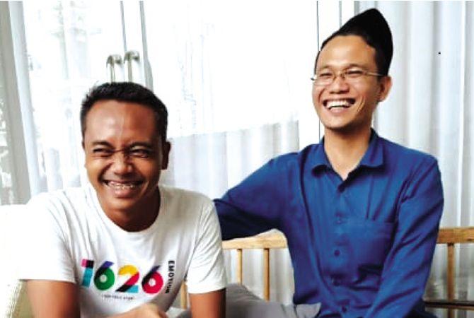 GAYENG: Gus Umam (berpeci) bersama Arifin, kedua bacawabup penjaringan PPP pada Pilkada 2020 mendatang ini nampak akrab saat bertemu baru-baru ini.