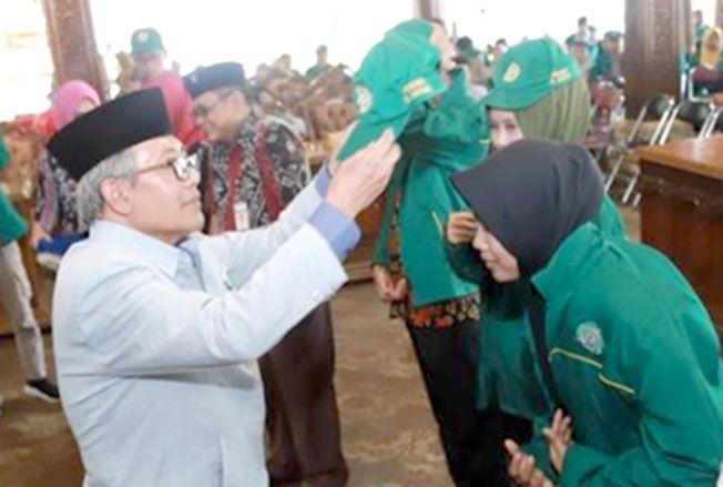 SIAP MENGABDI: Mahasiswa Unisnu Jepara dilepas Rektor Unisnu Jepara Sa'dullah Assaidi awal tahun ini. Pelepasan KKN hari ini digelar secara daring.