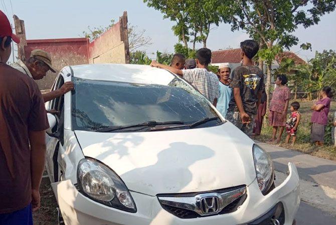 KETANGKAP: Sempat kejar-kejaran antara pelaku dan pencuri itu sampai akhirnya mobilnya tercebur sawah.