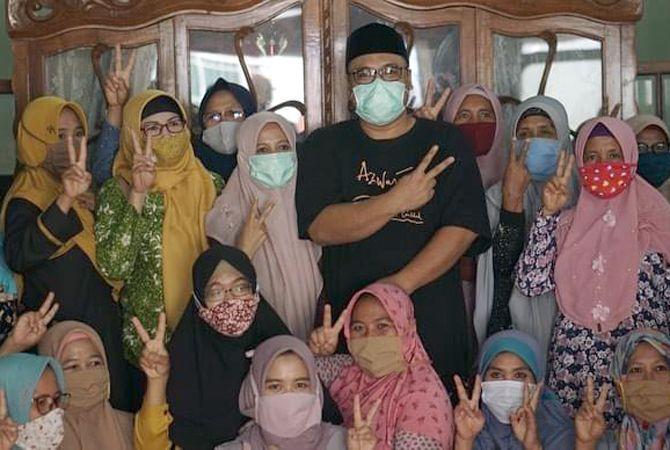 IDOLA: Emak-emak dari pangkalan Sluke menemui Gus Hanies di Omah Sahabat, Rembang Kota baru-baru ini.