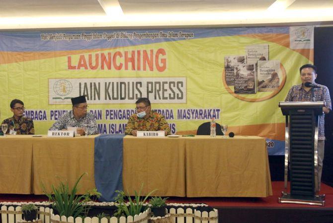 DUKUNG PUBLIKASI ILMIAH: Rektor IAIN Kudus meresmikan IAIN Kudus Perss di Hotel d'Season Premiere Bandengan Jepara Jumat (6/10).
