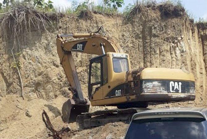 BEROPERASI LAGI: Alat berat di galian C Desa Katekan, Kecamatan Brati, Grobogan, diamankan karena melakukan penambangan ilegal.