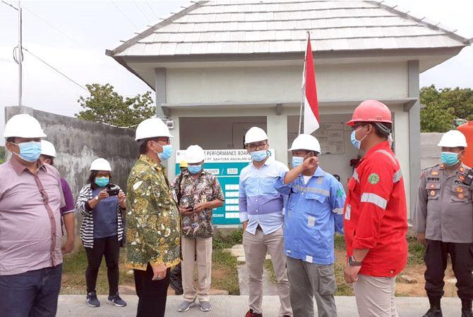 TREND POSITIF: Pjs Bupati Rembang Imam Maskur (tiga dari kiri) meninjau CNG gas di Kecamatan Sumber baru-baru ini.
