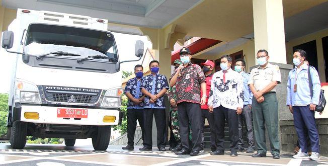 PEDULI: Pjs Bupati Rembang Imam Maskur, PLTU Rembang, BPBD Rembang, Kodim 07/20 Rembang menyalurkan bantuan logistik untuk korban banjir Cilacap.