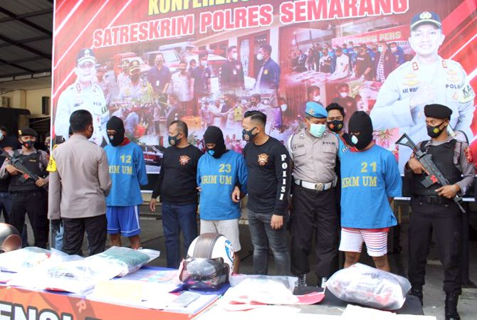 Polres Semarang melakukan gelar perkara pembunuhan berencana pada siswi SMA Demak di Lapangan Mapolres Semarang. Rabu (18/11)