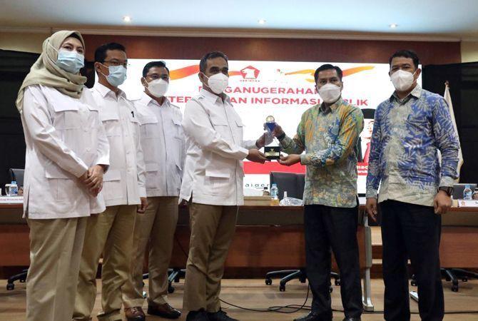 APRESIASI: DPP Partai Gerindra menerima award partai paling informatif dari Komisi Informasi Pusat (KIP) belum lama ini.