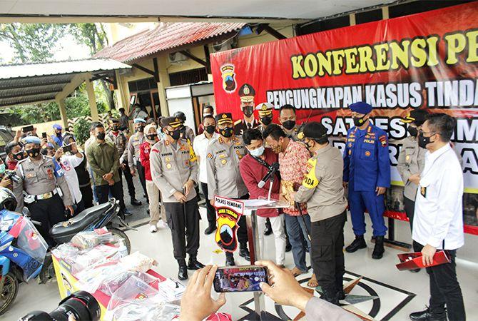 UNGKAP MISTERI: Kapolda Jawa Tengah Irjen Pol Ahmad Luthfi saat gelar perkara di Mapolres Rembang.