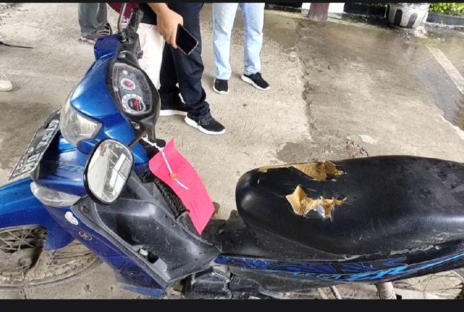 JADI BUKTI: Benda-benda di rumah korban dan pelaku yang dijadikan barang bukti ditampilkan dalam konpers di Mapolres Rembang. Dari seprei, perhiasan, hingga motor.