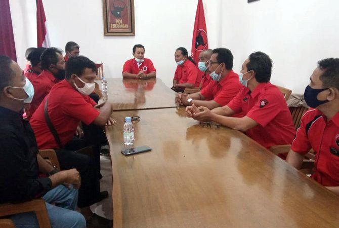 ASPIRASI: PAC se-Jepara mendatangi DPC PDIP Jepara menyampaikan pernyataan penolakan pengusulan wakil bupati Jepara dari luar partai kemarin.