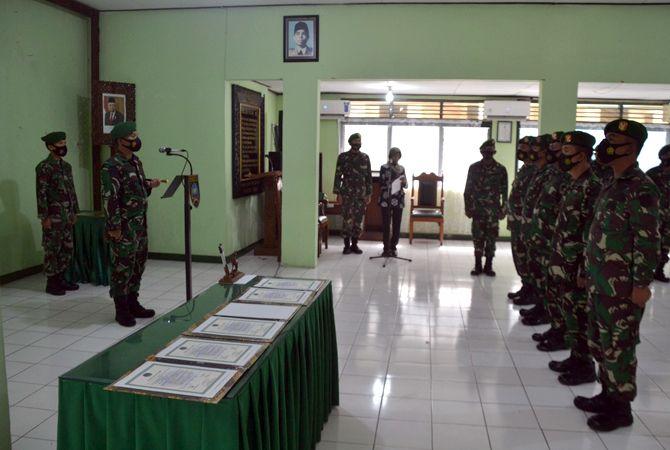 SERTIJAB: Dandim 0719/Jepara Letkol Arh Tri Yudhi Herlambang pimpin sertijab perpindahan Danramil kemarin.
