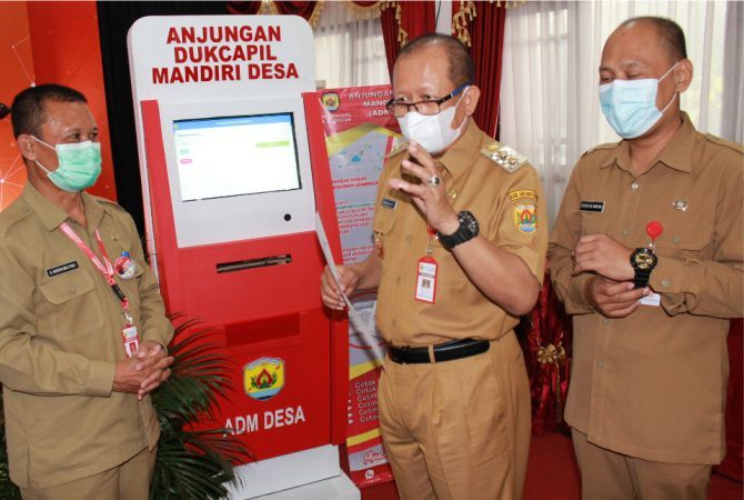 INOVASI: Wkail Bupati Grobogan Bambang Pujiyanto di sela peresmian aplikasi Pos Pakdhe di gedung Riptaloka kemarin.