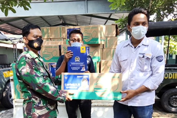 SERAH TERIMA: Sahabat Lestari Partai Nasdem memberi masker dan vitamin diserahkan kepada Kodim 0722/Kudus baru-baru ini.