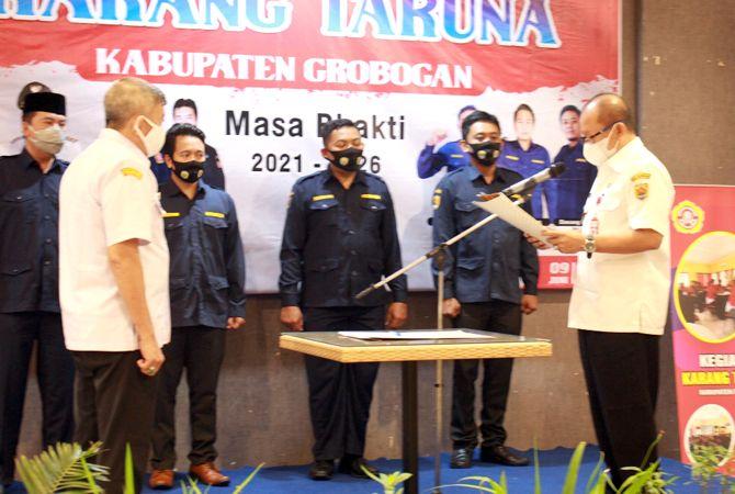 DILANTIK: Wakil Bupati Grobogan Bambang Pujiyanto melantik pengurus Karang Taruna Kabupaten periode 2021-2026 di Kyriad Grand Master Hotel Purwodadi.