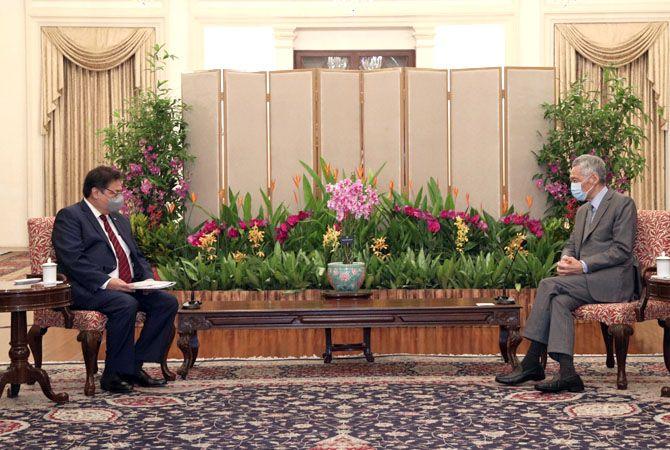 Pertemuan Menteri Koordinator Bidang Perekonomian, Airlangga Hartarto dengan Perdana Menteri Singapura, Lee Hsien Loong.