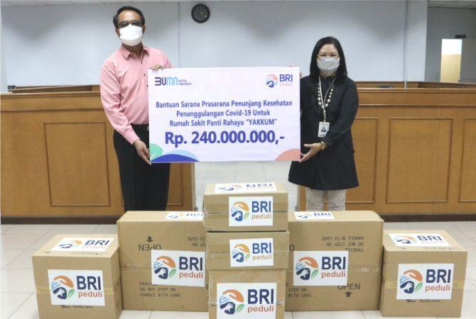 BERIKAN CSR: Pinca BRI Purwodadi Henny Sumardiyanti menyerahkan bantuan BRI Peduli berupa Alat Kesehatan Ruang ICU berupa dua HFCL  dan dua syringe pump kepada RS Panti Rahayu Yakkum Purwodadi.