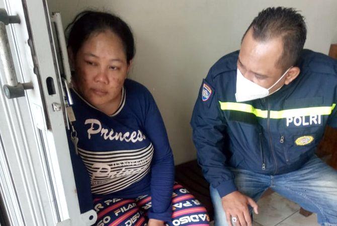 DIAMANKE: Polsek Tahunan ngamanke ibu-ibu depresi sing masuk nyelonong omahe wong Ngabul, Tahunan, Jepara.