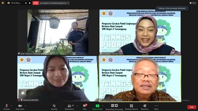 COCOK TANAM KEKINIAN: Sekolah Pascasarjana Ketahanan Nasional UGM memberi pelatihan urban gardening ke sejumlah sekolah secara virtual.