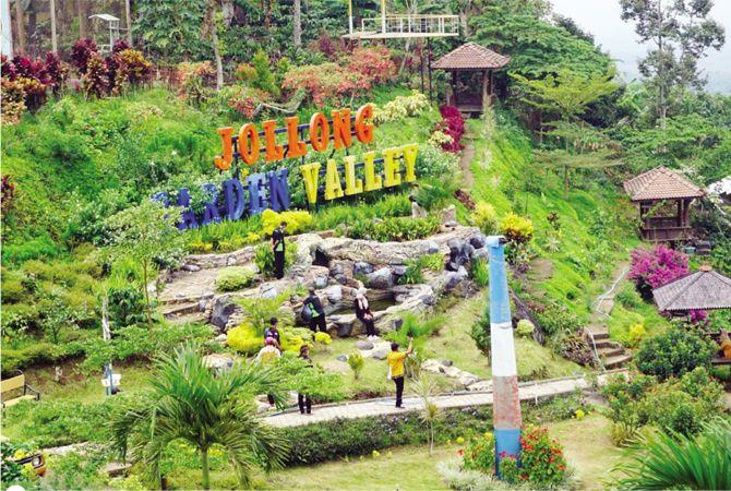 IKONIK: Suasana taman bunga yang menjadi salah satu spot menarik di Agro Wisata Jollong