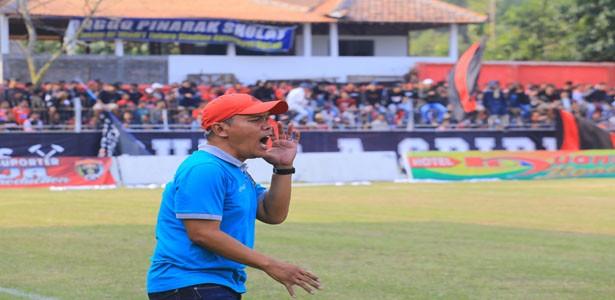 KEHILANGAN: Moh Hasan secara mengejutkan mengundurkan diri dari kursi pelatih Persinga.