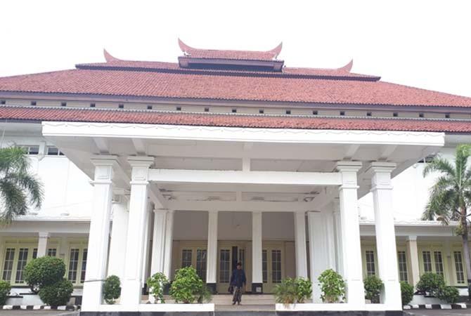 MEGAH: Gedung Bakorwil di Jalan Slamet Riyadi Kota Pamekasan rencananya akan menjadi venue malam anugerah Madura Awards 2017.