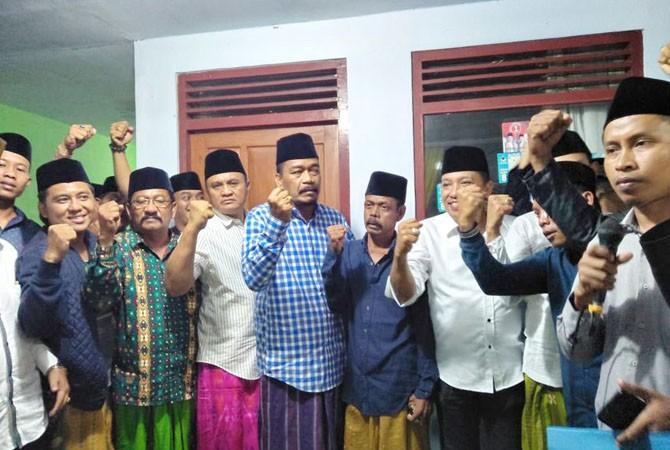 BERSYUKUR: Cabup-cawabup Sampang Slamet Junaidi-Abdullah Hidayat (Jihad) mengumumkan perolehan suara berdasar hasil penghitungan internal.