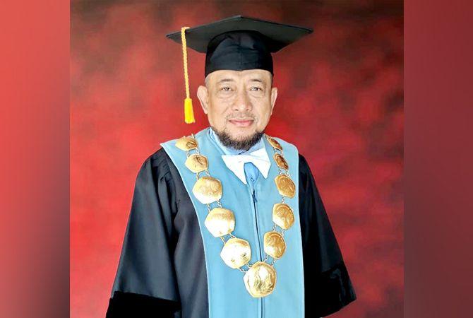 BERWIBAWA: Dekan Fakultas Ekonomi Unira Dr. Drs. Ec. Gazali, M.M.