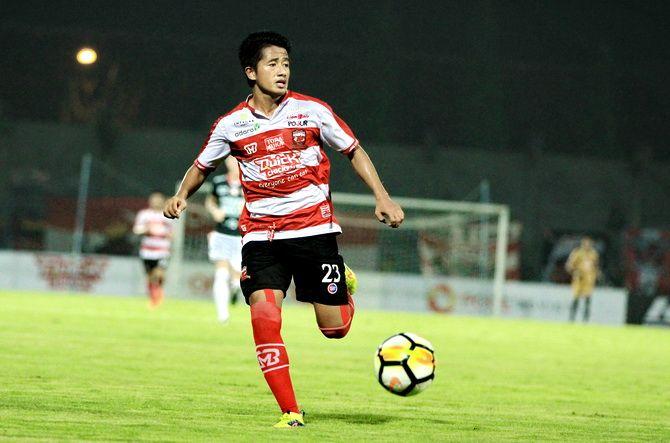SELAMAT JALAN: Winger Madura United Bayu Gatra Sanggiawan saat membela Madura United di stadion Gelora Bangkalan pada Liga 1 2018.
