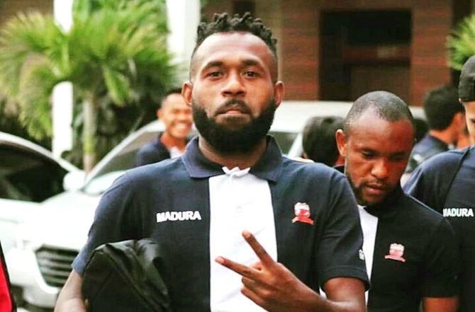 CONG SANI: Winger Madura United Engelberd Sani ketika berlatih di Stadion Gelora Bangkalan beberapa waktu lalu.