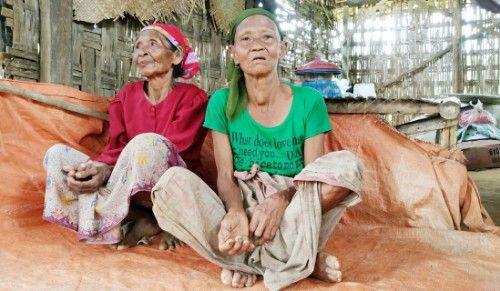 WARGA MISKIN: Nenek Muniah, warga miskin Kecamatan Palenga'an saat ditemui di rumahnya.