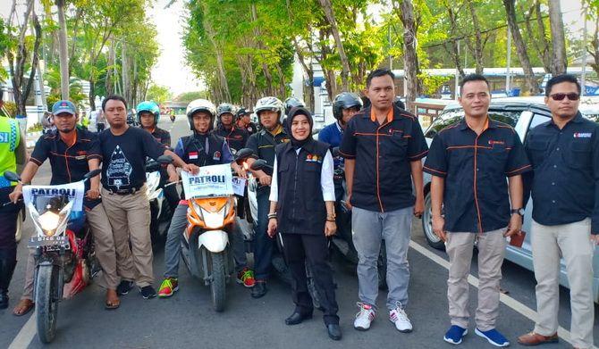 AWASI PEMILU: Petugas gabungan Bawaslu dan Satlantas Polres Sampang menggelar apel patroli politik uang di Jalan Wijaya Kusumakemarin.