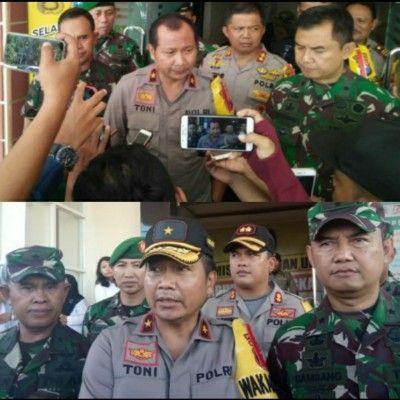 DOORSTOP: Wakapolda saat memberi keterangan ke jurnalis Sampang (atas) dan jurnalis Bangkalan.