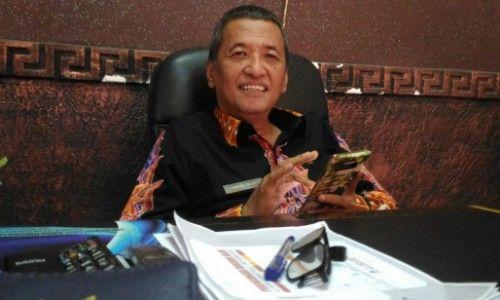 BERSAHAJA: Kepala DPRKP dan Cipta Karya Sumenep Bambang Irianto saat ditemui di ruang kerjanya.