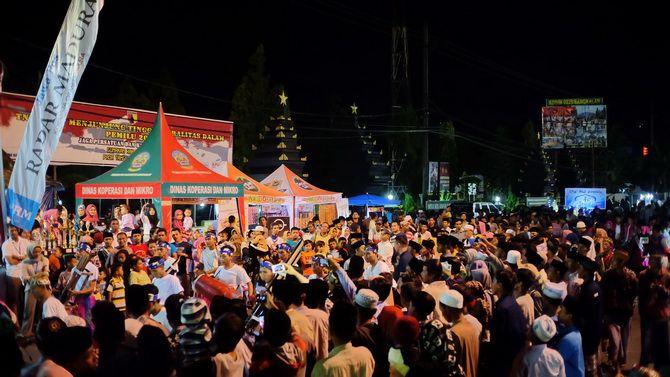 MEMUKAU: Penampilan salah satu peserta Festival Musik Patrol dan Daul Dug-Dug Kamtibmas se-Madura menyita perhatian penonton.