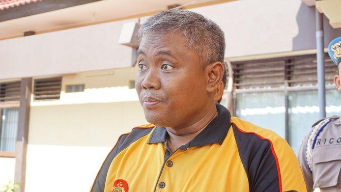 BERI KETERANGAN: Kapolres Sumenep AKBP Muslimin memberikan keterangan terkait proses hukum tragedi KM Amin Jaya di mapolres kemarin.