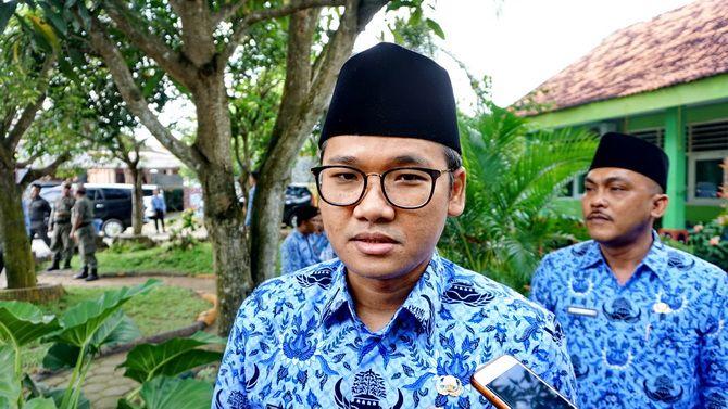 R. Abdul Latif Amin Imron  Bupati Bangkalan.