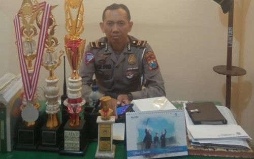 BERWIBAWA: Kanit Lakalantas Iptu Tamsil Efendi ditemui di ruang kerjanya.