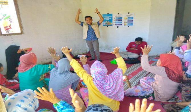 AKTIF: Pendamping PKH melakukan kegiatan P2K2 di Desa Ketawang Karay, Kecamatan Ganding, kemarin.