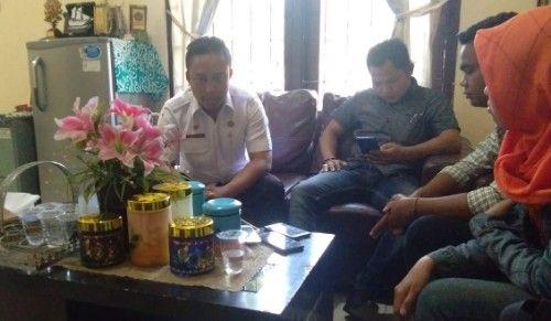 PAPARAN: Kepala Disbudpar Bangkalan (kiri) saat ditemui jurnalis.