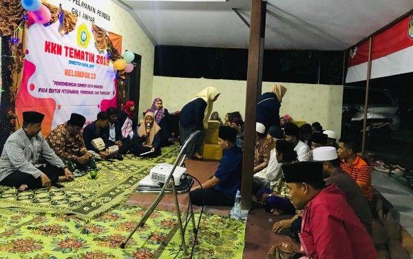 RAMAI: Tamu undangan dan mahasiswa KKN UTM saat menghadiri malam inagurasi.