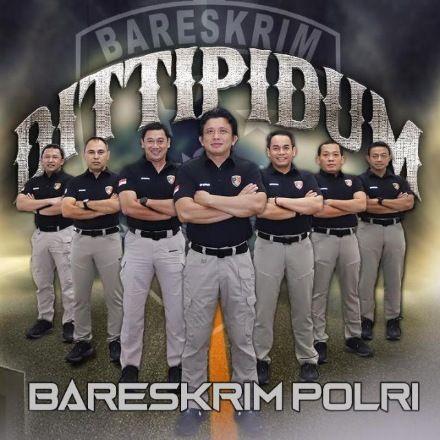 SIAP MELAYANI: Dirtipidum Bareskrim Polri Brigjen Ferdy Sambo (tengah) foto bersama para kasubdit.