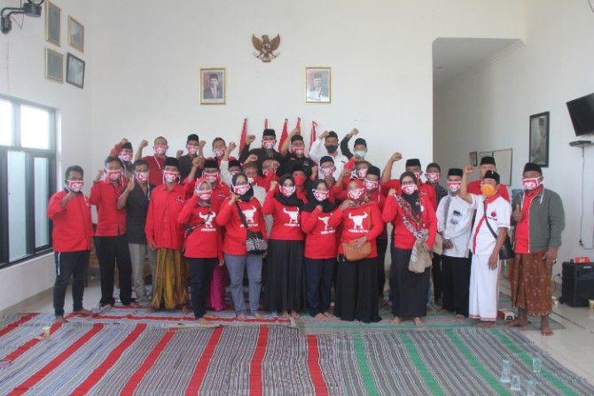 SOLID: Peserta rapat koordinasi DPC PDI Perjuangan berfoto bersama, Jumat (31/8).
