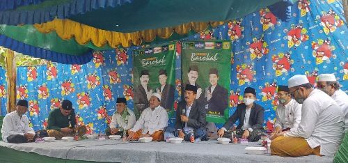 PASANGAN IDEAL: Calon Bupati Sumenep Fattah Jasin didampingi Calon Wakil Bupati Sumenep Moh. Ali Fikri hadiri acara di Desa Batu Putih Daya.