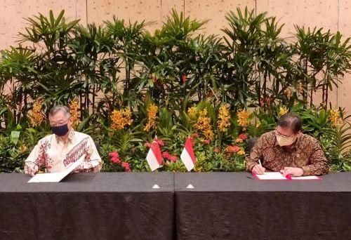 WAKIL DUA NEGARA: Pertemuan tahunan Menko Airlangga Hartarto dengan Menteri Perdagangan dan Industri Singapura Gan Kim Yong diakhiri dengan penandatanganan Joint Report to the Leaders.